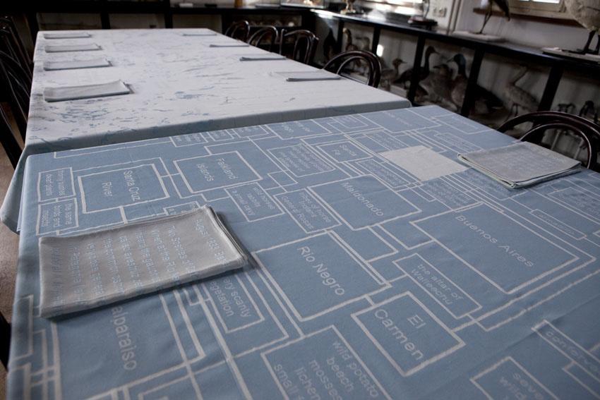 Close up tafelkleden, op de voorgrond het Beagle tafelkleed